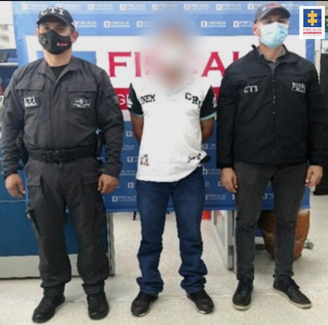 A la cárcel un hombre que habría abusado sexualmente de su hija, a quien al parecer amenazaba con revólver - Noticias de Colombia