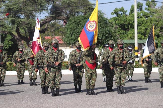 Autoridades distritales y nacionales conmemoran el Día de la Independencia en el Batallón Córdova