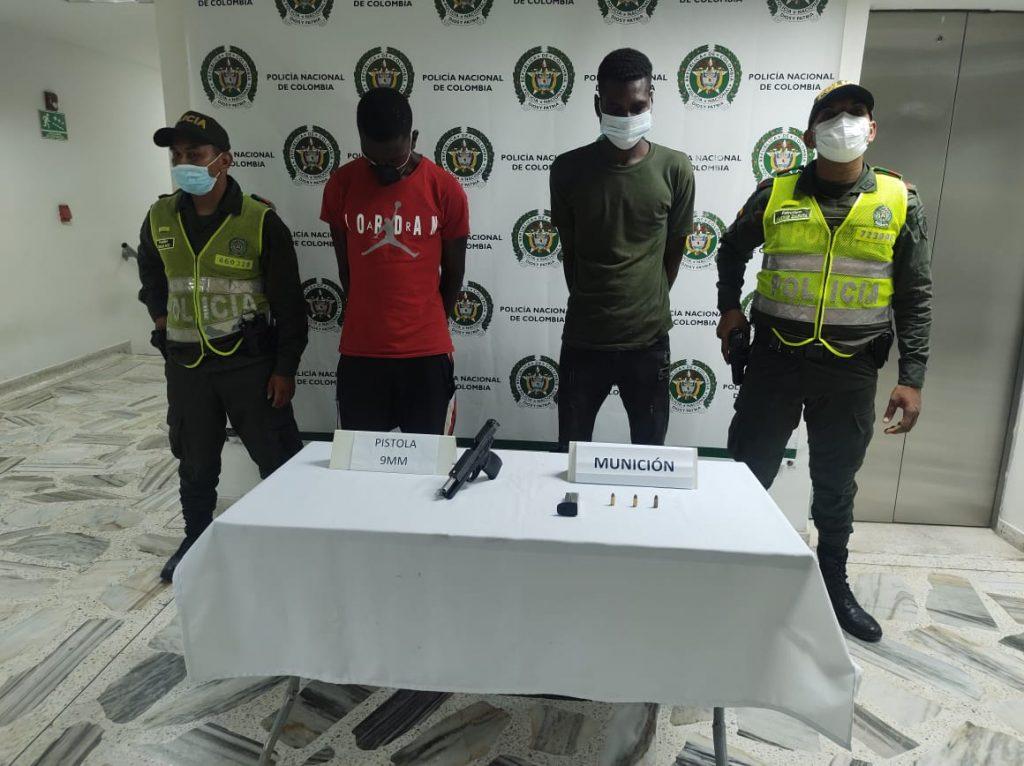 Cárcel para dos hombres que al parecer portaban ilegalmente una pistola 9 milímetros en Buenaventura