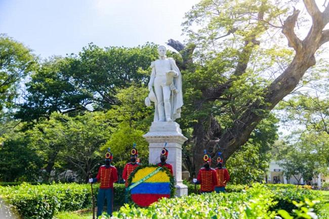 Con ofrenda floral el presidente Duque conmemoró el natalicio del Libertador Simón Bolívar - Noticias de Colombia