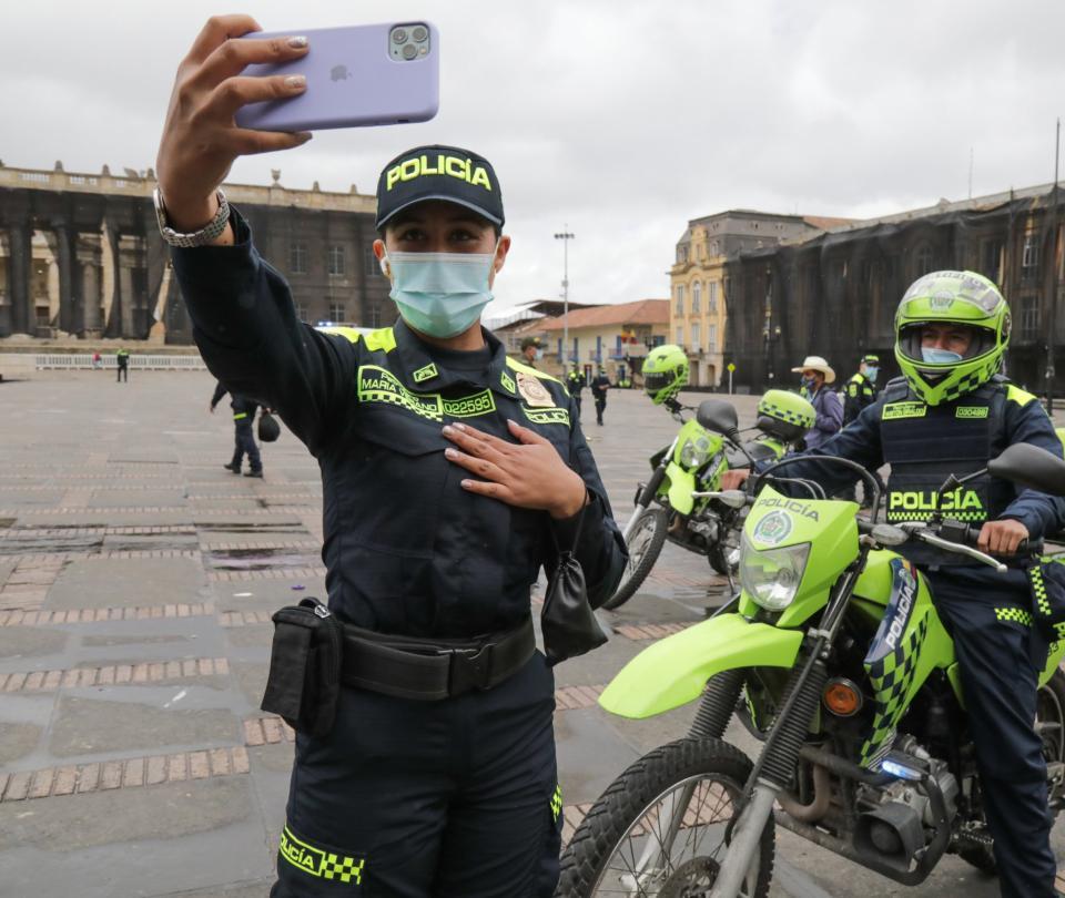 Con presentación de nuevo uniforme inicia transformación de la Policía | Gobierno | Economía