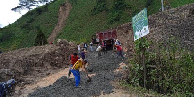 Continúan trabajos en las vías del corregimiento de Roma Chávez