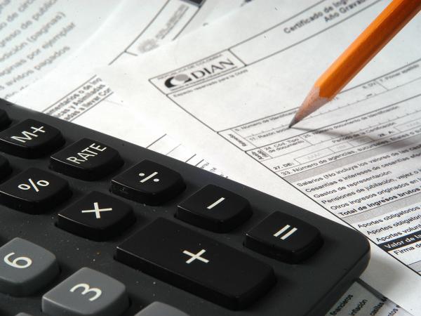 Declaración de renta: quiénes declaran, fechas y herramientas para hacerlo uno mismo   Impuestos   Economía