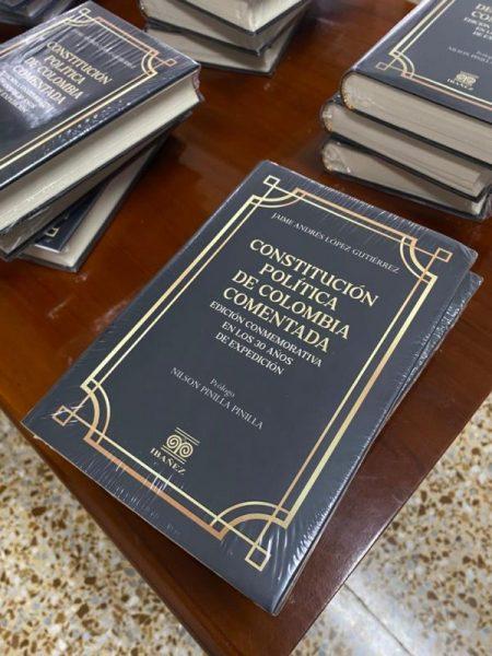"""El abogado quindiano, Jaime A. López, lanza su libro """"Constitución Política de Colombia Comentada"""""""