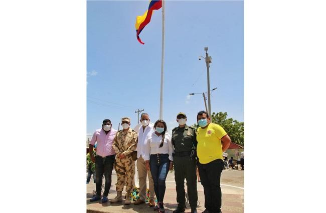 En Paraguachón autoridades homenajearon los símbolos patrios