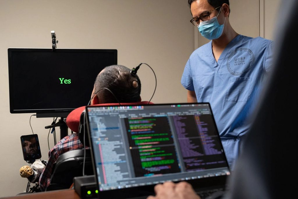 Implante cerebral permite a hombre paralítico hablar por computadora