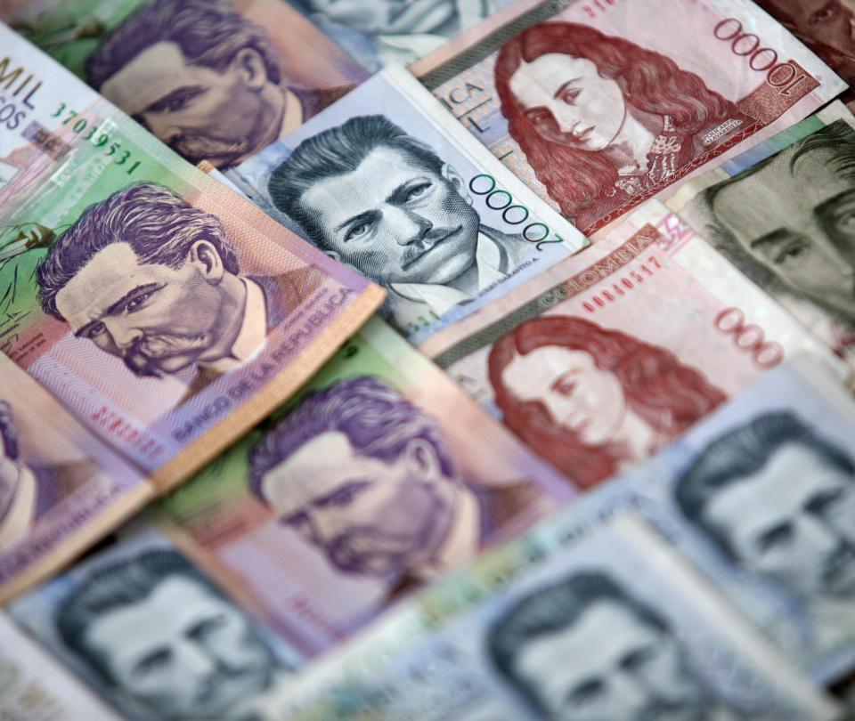 Inversionistas de bonos ignoran bajas calificaciones de Colombia   Finanzas   Economía