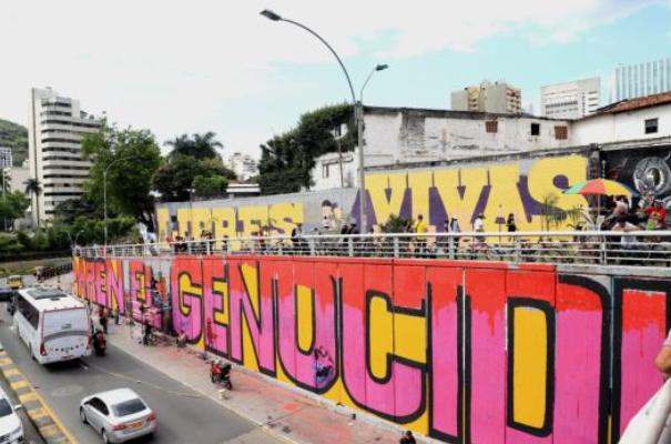 La pintura se realizó en Fifth Street con grafitis y murales.
