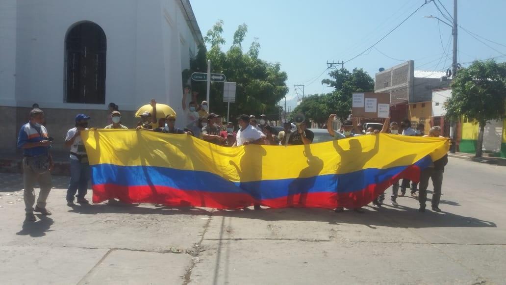 Líderes sociales de Pescaíto realizaron cacerolazo frente la Alcaldía
