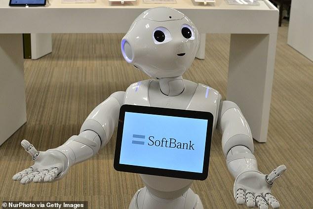 Sacked: Pepper the robot (en la foto), que está luchando para evitar la jubilación después de que su fabricante dijo el mes pasado que la producción se había 'detenido por un tiempo', sigue siendo despedido de los trabajos.