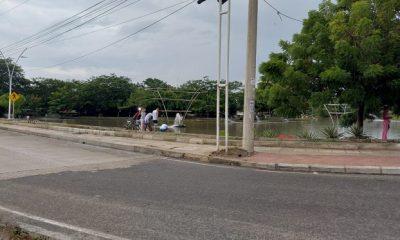 Pese a prohibición de pesca en el Parque del Agua en Santa Marta, ciudadanos lo volvieron a hacer