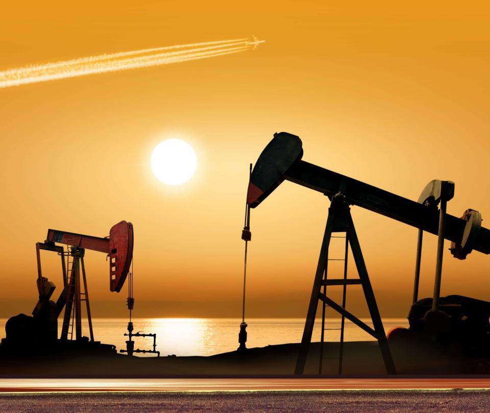 Precio del petróleo alto haría que Colombia gane más dinero   Finanzas   Economía