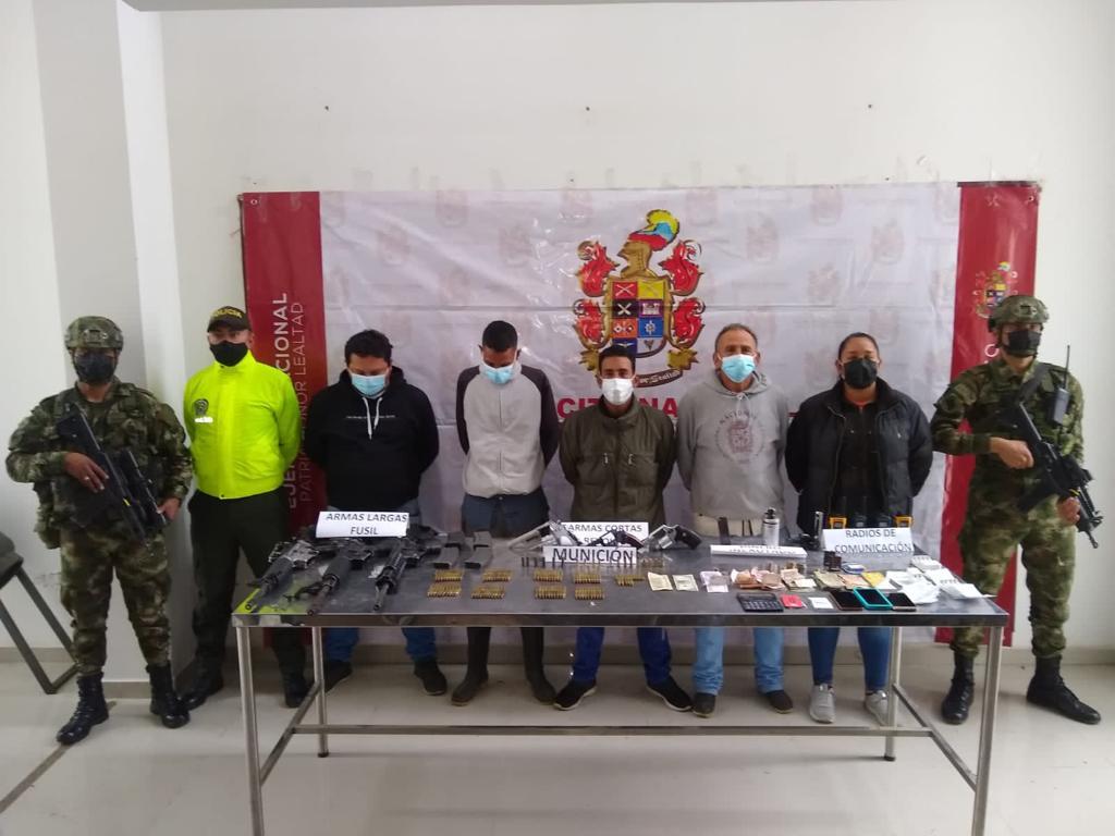 Privados de la libertad 5 presuntos integrantes del GAOR frente 48, dedicados a la extorsión y el porte de armas de fuego