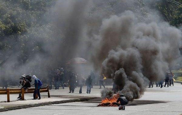 Protestas en Medellín terminaron con 26 heridos y daños en bienes públicos