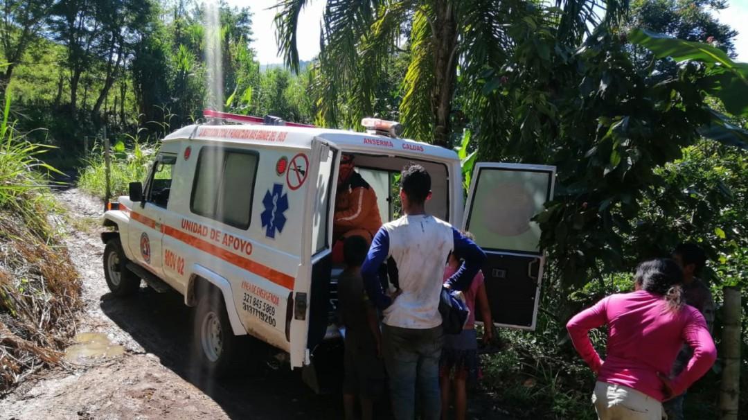 Una mujer indígena de Anserma, Caldas resultó herida al caer de un puente - Noticias de Colombia