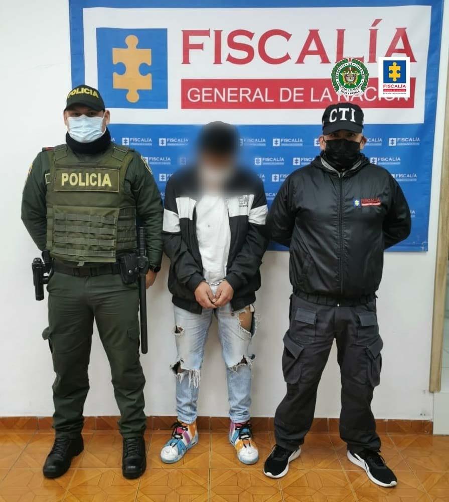 A la cárcel un hombre que habría maltratado física y verbalmente tanto a su compañera sentimental como a su hija menor de edad - Noticias de Colombia