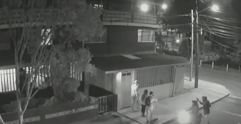 Bandidos interceptan a amigos y le disparan a uno por robarlo - Noticias de Colombia
