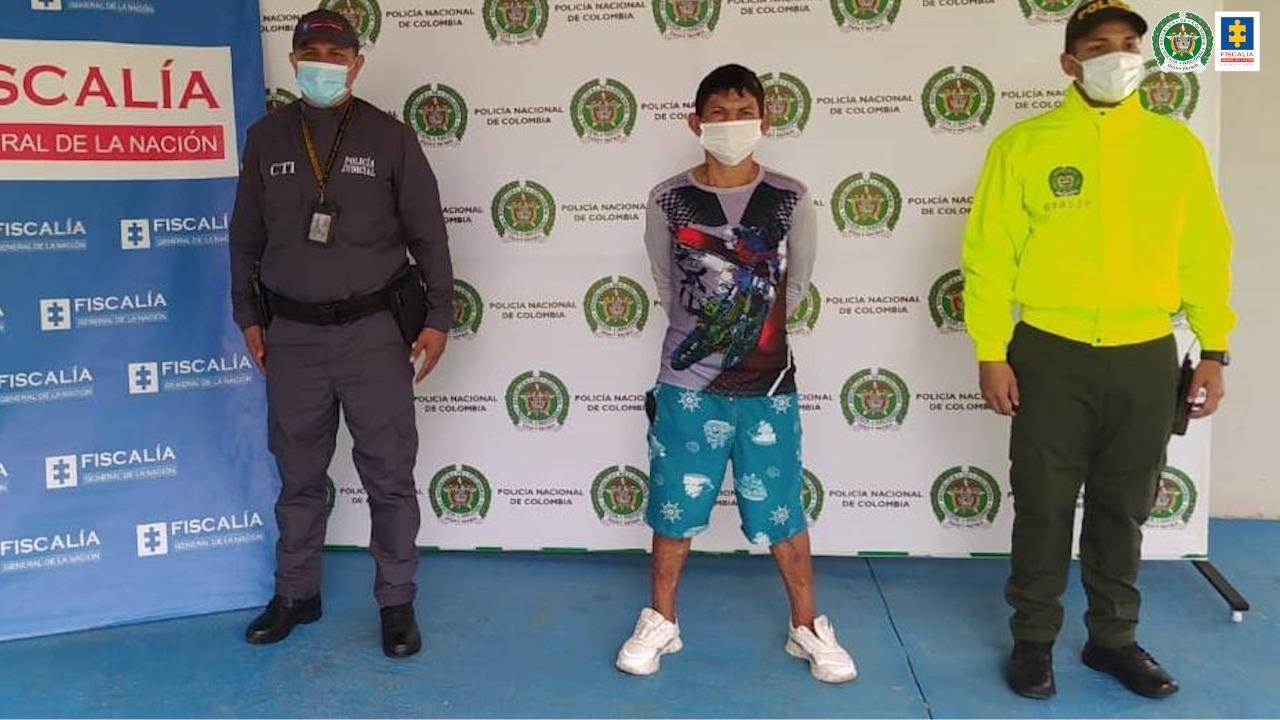 Capturado para cumplir condena de 9 años de prisión por tráfico de estupefacientes y porte de armas de uso privativode las Fuerzas Armadas - Noticias de Colombia