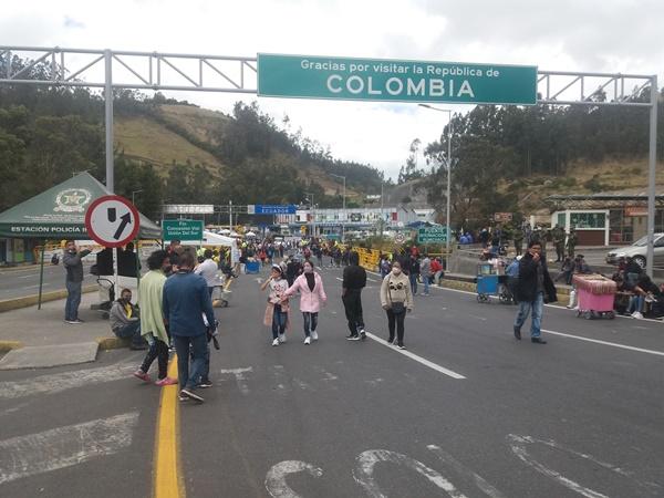Le exigen al Gobierno de Ecuador que se abra la frontera para reactivar la economía de este paso entre el Puente de Rumichaca.