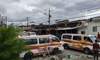 Conductores y ayudantes de la ruta uno en Buenaventura, realizan una mejora en la vías y garantizar su movilidad