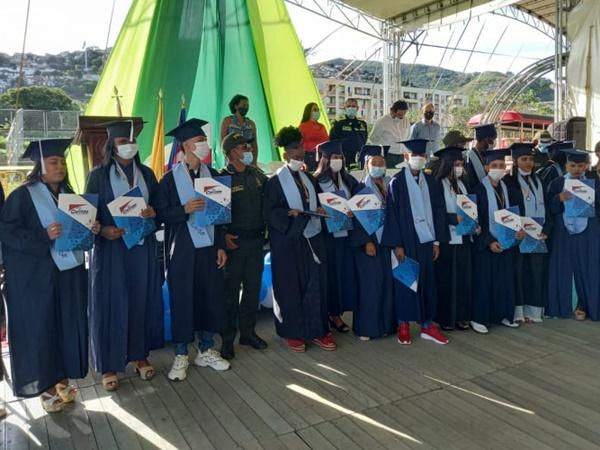 Los jóvenes que formaron parte del tratamiento integral pandillero hicieron realidad su sueño de graduarse