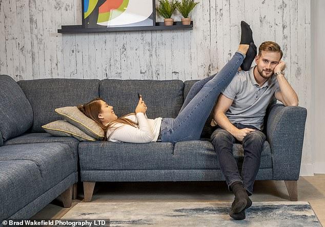 Sentarse por mucho tiempo puede tener efectos adversos en su salud mental y bienestar, advirtió un nuevo estudio