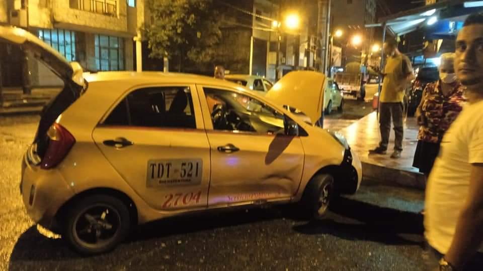 Líquido derramado en la avenida Simón Bolívar en Buenaventura causa accidente