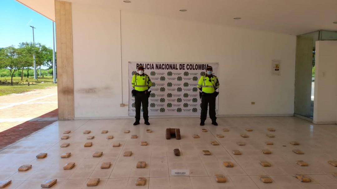 Policías detienen el tráfico de drogas en las vías de acceso a Santa Marta - Noticias de Colombia