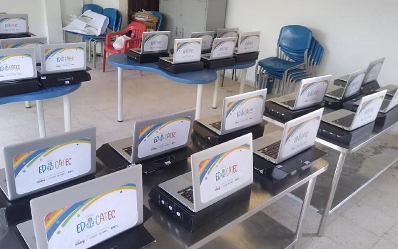 """Rector de la Institución Educativa San Joaquín de Unión Panamericana recibe 30 computadores del proyecto """"EDUCATEC CHOCÓ"""" - Noticias de Colombia"""