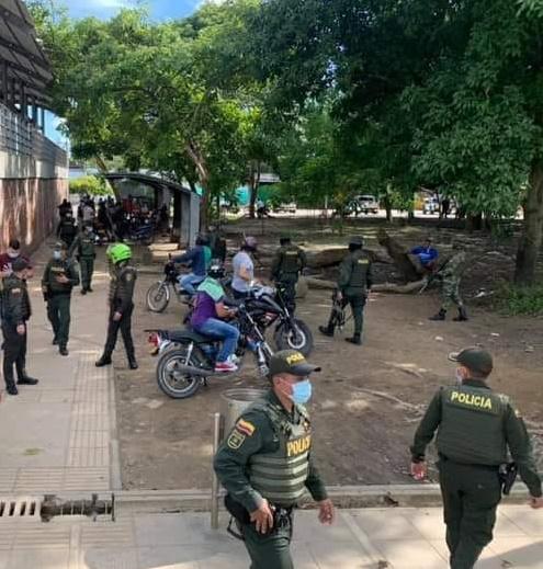 Un muerto en enfrentamiento entre guerrilla y banda criminal en sector del fórum de los libertadores - Noticias de Colombia