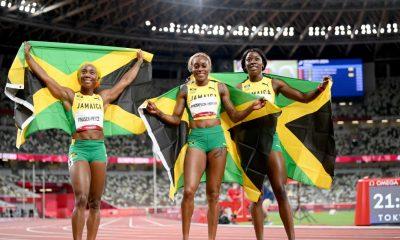 TOKIO, JAPÓN - 31 DE JULIO: (LR) Shelly-Ann Fraser-Pryce, Elaine Thompson-Herah y Shericka Jackson del equipo de Jamaica celebran después de completar una barrida en el podio en la final femenina de 100 metros el día ocho de los Juegos Olímpicos de Tokio 2020 en el Estadio Olímpico el 31 de julio de 2021 en Tokio, Japón.  (Foto de Matthias Hangst / Getty Images)
