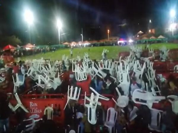 Volaron piedras, botellas: así terminó el concierto de Jhony Rivera en San Bernardo, Nariño