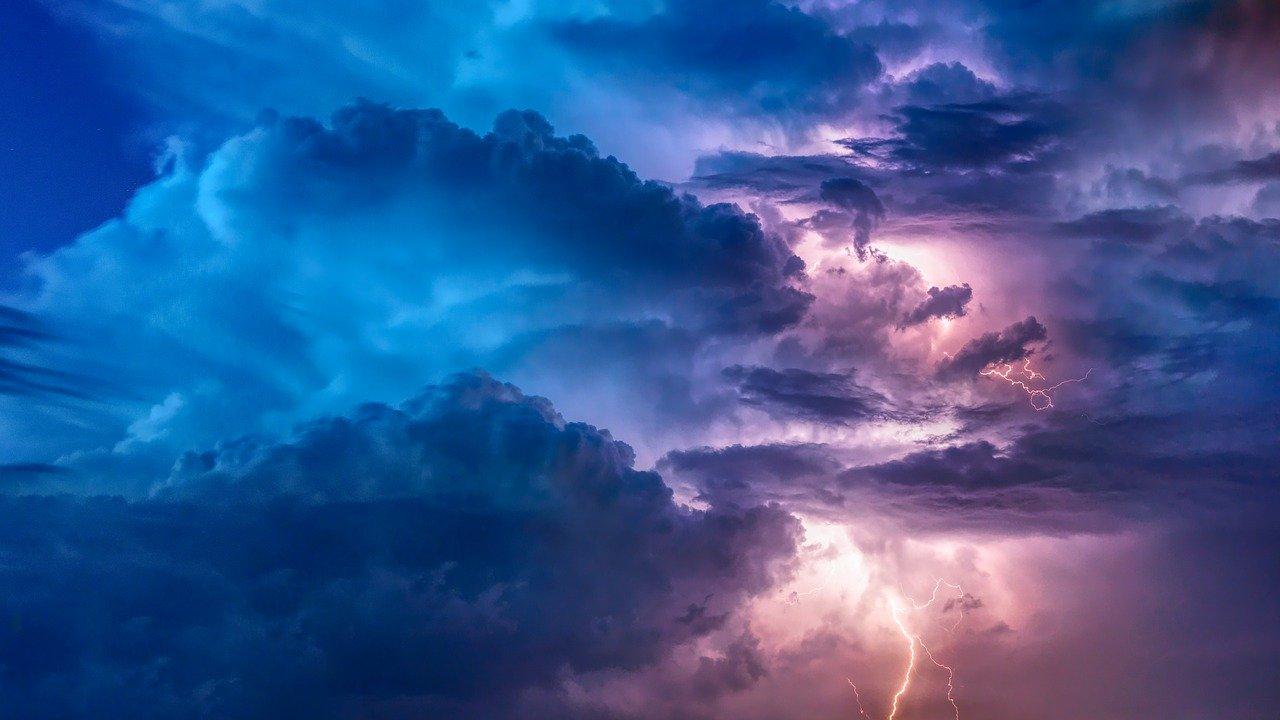 ¿por qué vemos luces en el cielo cuando ocurren?