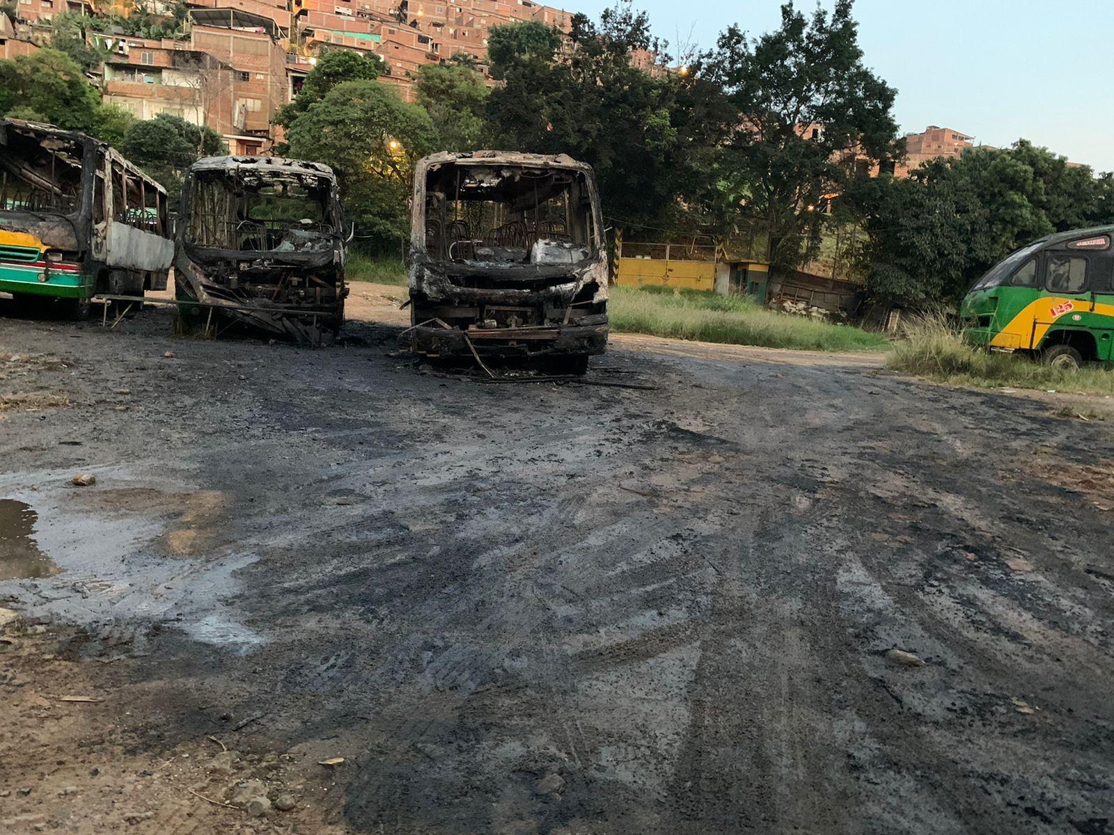 5 autobuses incendiados en el Jordán
