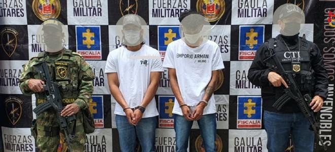 Asegurados 2 hombres investigados por extorsionar y desplazar un habitante de la comuna Buenos Aires - Noticias de Colombia