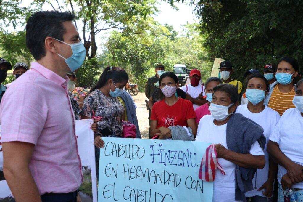 Bajo presión, alcalde de Montería acude a Loma Grande y acuerda mesa de trabajo con la comunidad - Noticias de Colombia