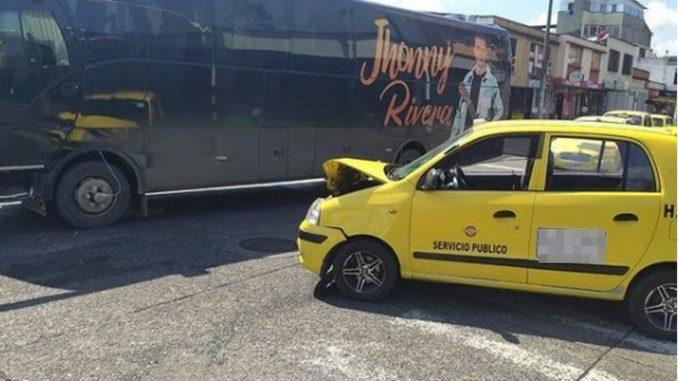 Bus de Jhonny Rivera se habría accidentado en Pereira