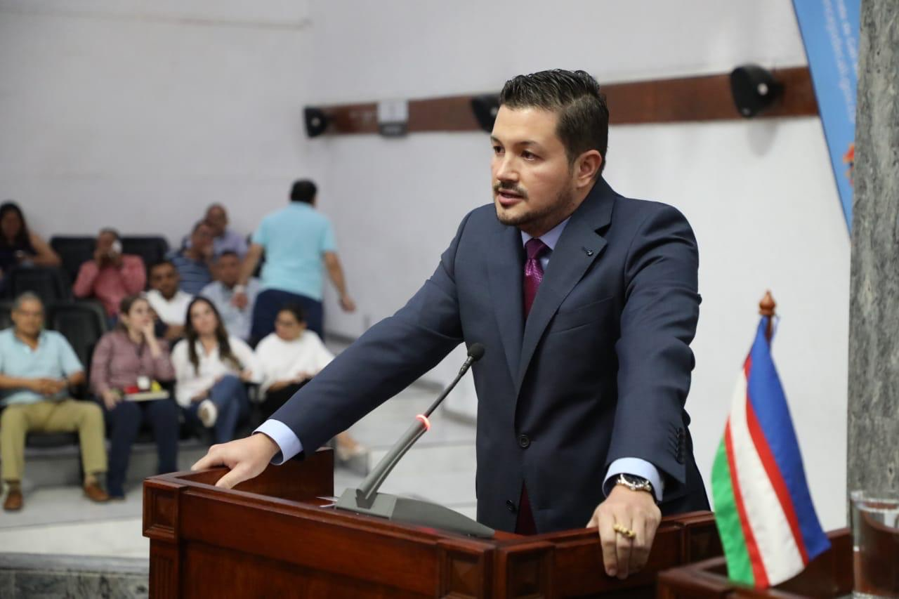 Denuncian al representante Harold Cortés por agresión