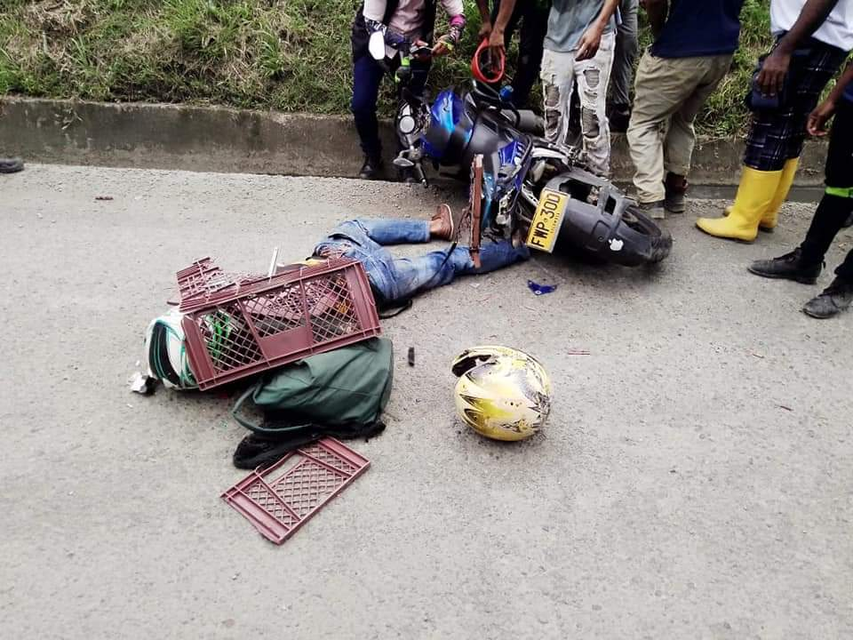 Domiciliario muere en medio de un accidente de tránsito