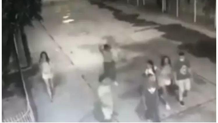 #ENVIDEO Minutos antes del accidente jóvenes fueron captados en cámaras de seguridad