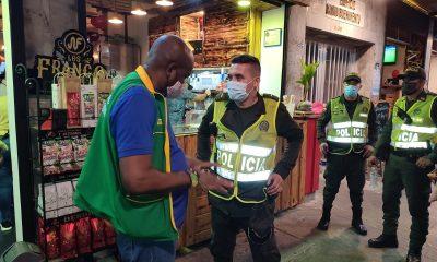 El alcalde Víctor Hugo Vidal hizo un recorrido en los establecimientos de comer nocturno para analizar como va la reactivación económica en Buenaventura