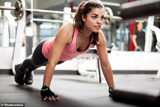 Las personas con un estilo de vida físicamente activo tenían casi un 60% menos de riesgo de desarrollar trastornos de ansiedad durante un período de seguimiento de hasta 21 años.  El estudio sugiere que es posible que desee comenzar a hacer ejercicio si desea reducir sus niveles de ansiedad (imagen de stock)