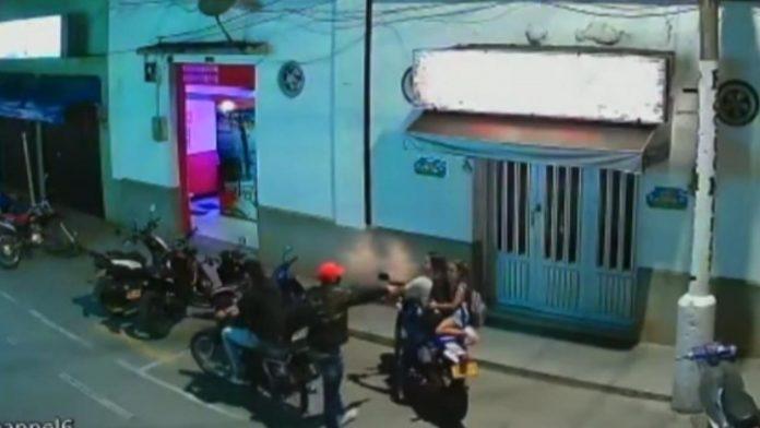 En Roldanillo, localidad turística del Valle, el ladrón apuntó a la niña en la cara - Noticias de Colombia