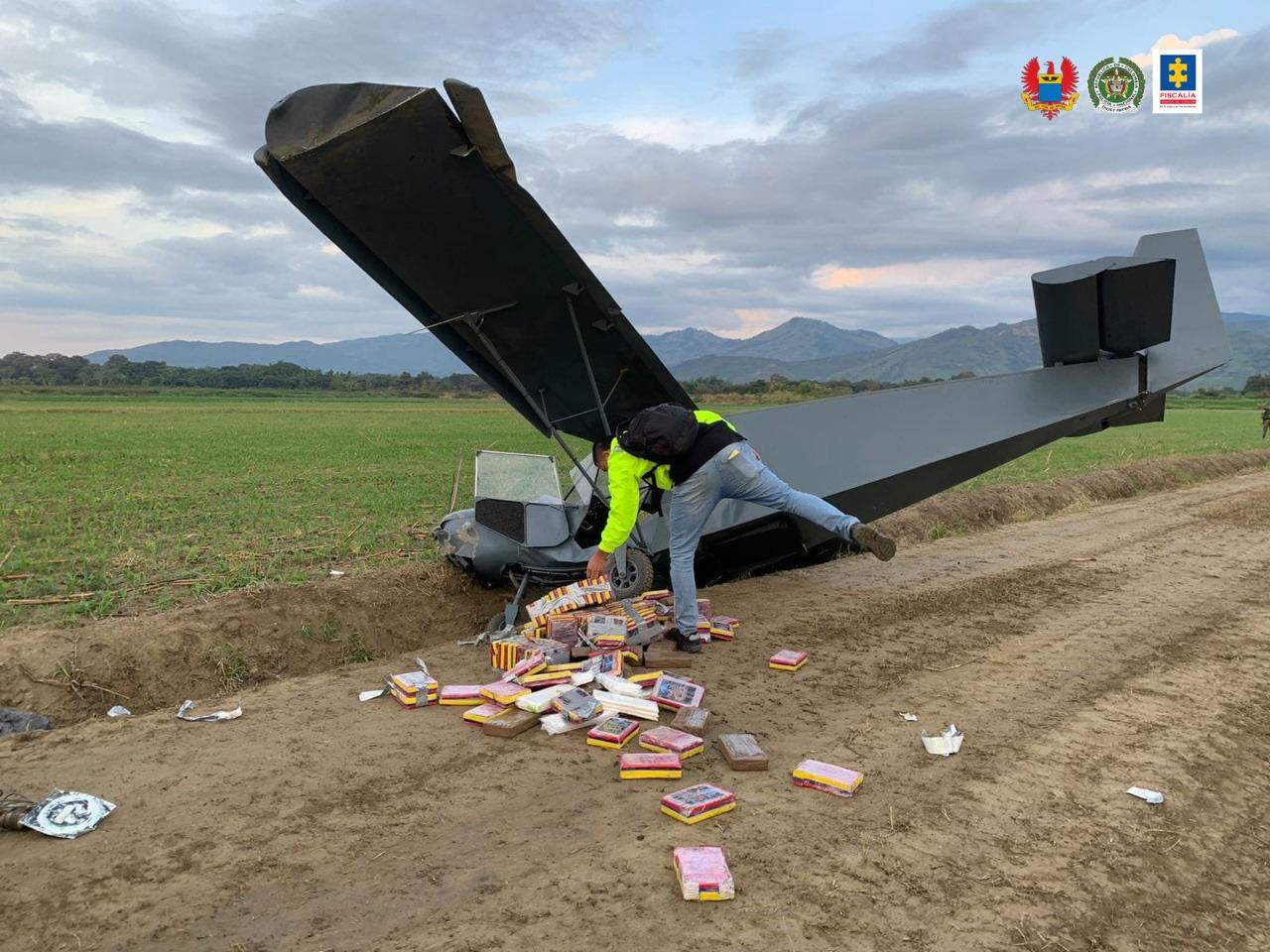 Fiscalía investiga origen y responsables de 172 kilos de cocaína encontrados en una avioneta abandonada - Noticias de Colombia