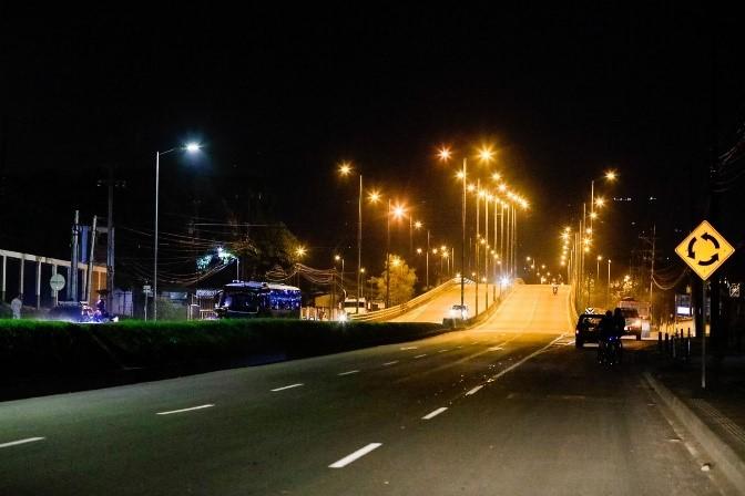 Hoy inicia restricción nocturna de motos y carros particulares - Noticias de Colombia