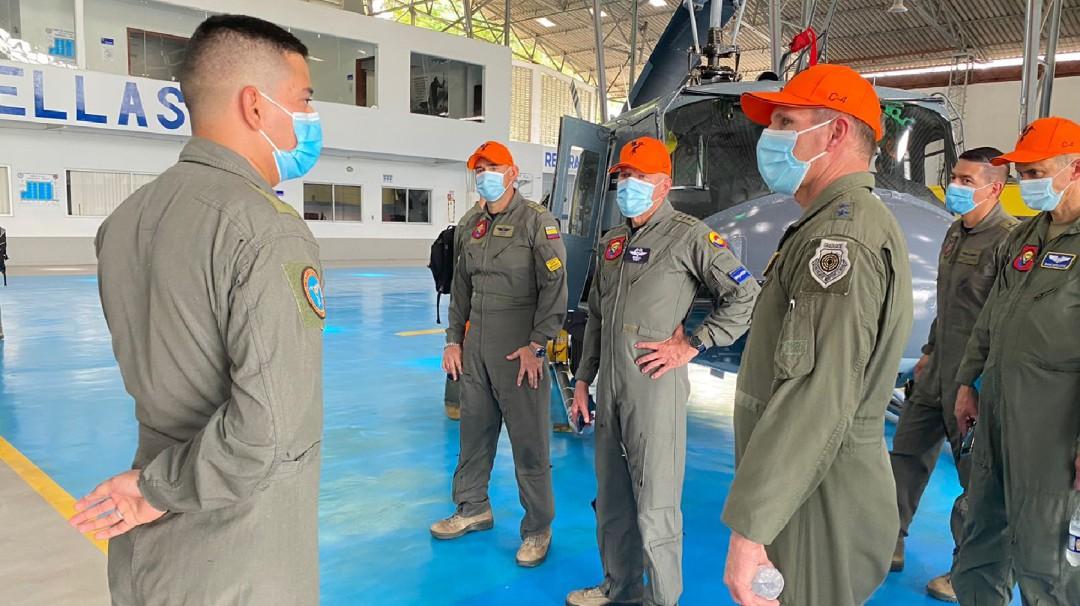 Integrante del Comando Sur de EE.UU visitó base aérea de Melgar, Tolima. - Noticias de Colombia