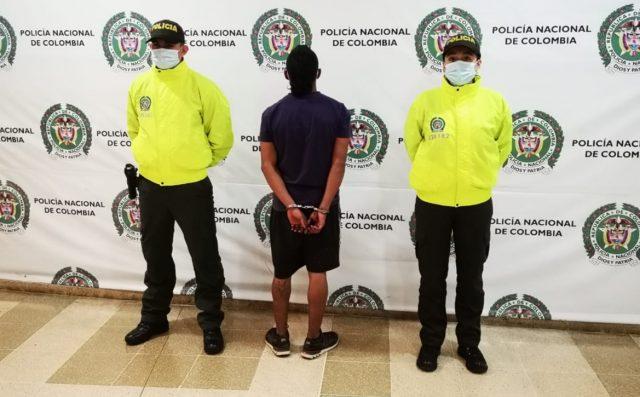 Joven de 22 años de edad capturado por robar a una persona en el barrio Pinares de Armenia - Noticias de Colombia