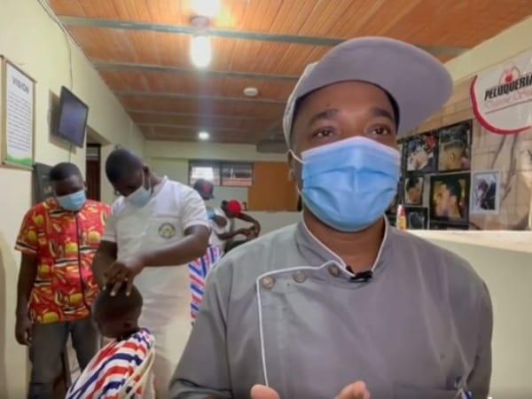 """Peluquero ayudando a salvar vidas en #Buenaventura: """"Occupy the boys"""" dice Jhon Jairo - Noticias de Colombia"""