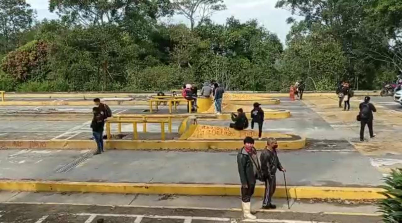 Posibilidad de restablecer peaje en Tunia causó bloqueo en la vía y daños a estructuras - Noticias de Colombia