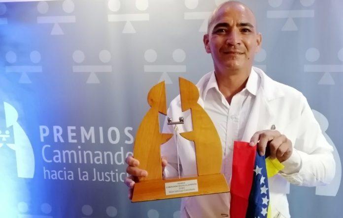 Jairo Luis Ibarra es un líder venezolano que apoya a las comunidades vulnerables.
